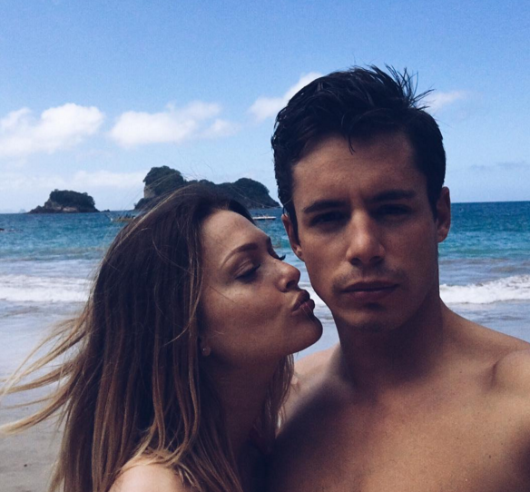 "Photos : Caroline Receveur : le sexe ? ""On the beach"" !"