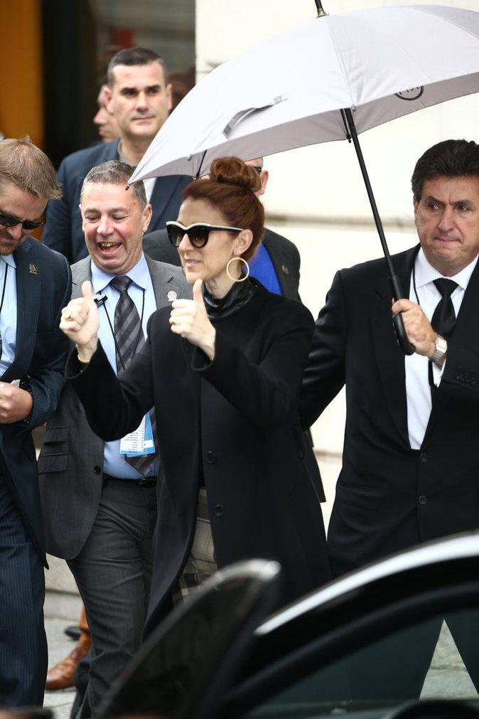 Céline Dion à la sortie de son hôtel parisien, le 3 juillet 2016