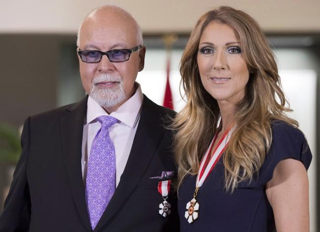 Céline Dion pose aux côtés de son mari René après avoir reçu l'insigne de Compagnon de l'Ordre du Canada, le 26 juillet 2013 à Québec.