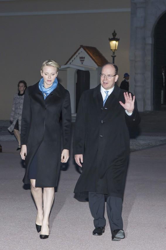 Charlène et Albert de Monaco devant le Palais princier le 2 avril 2014