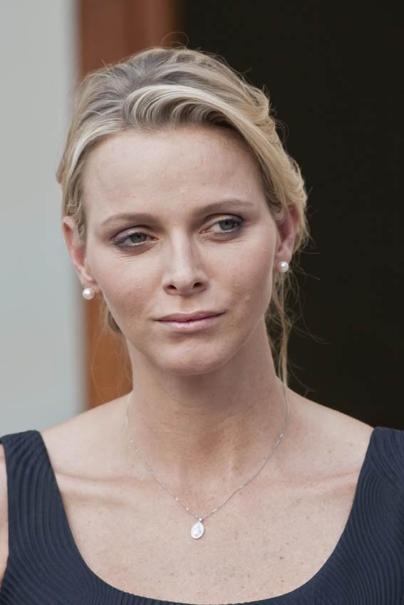Charlène Wittstock complètement fatiguée à une semaine de son mariage...