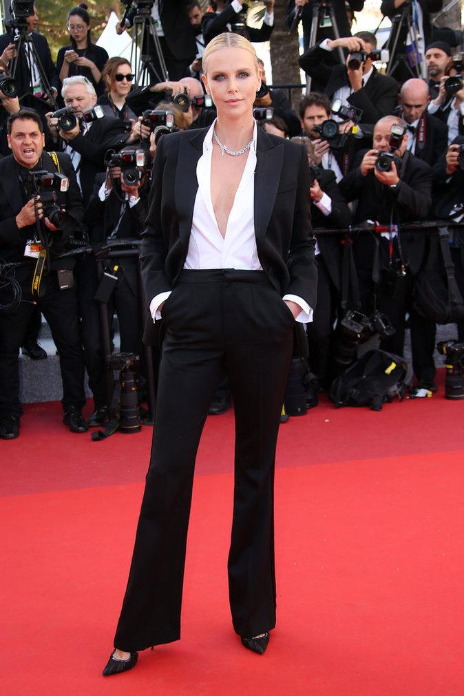 Photos : Charlize Theron : elle ne ressemble plus du tout à ça...