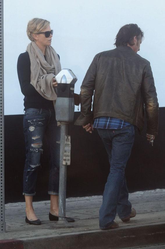 Charlize Theron et Sean Penn à West Hollywood le 7 février 2014