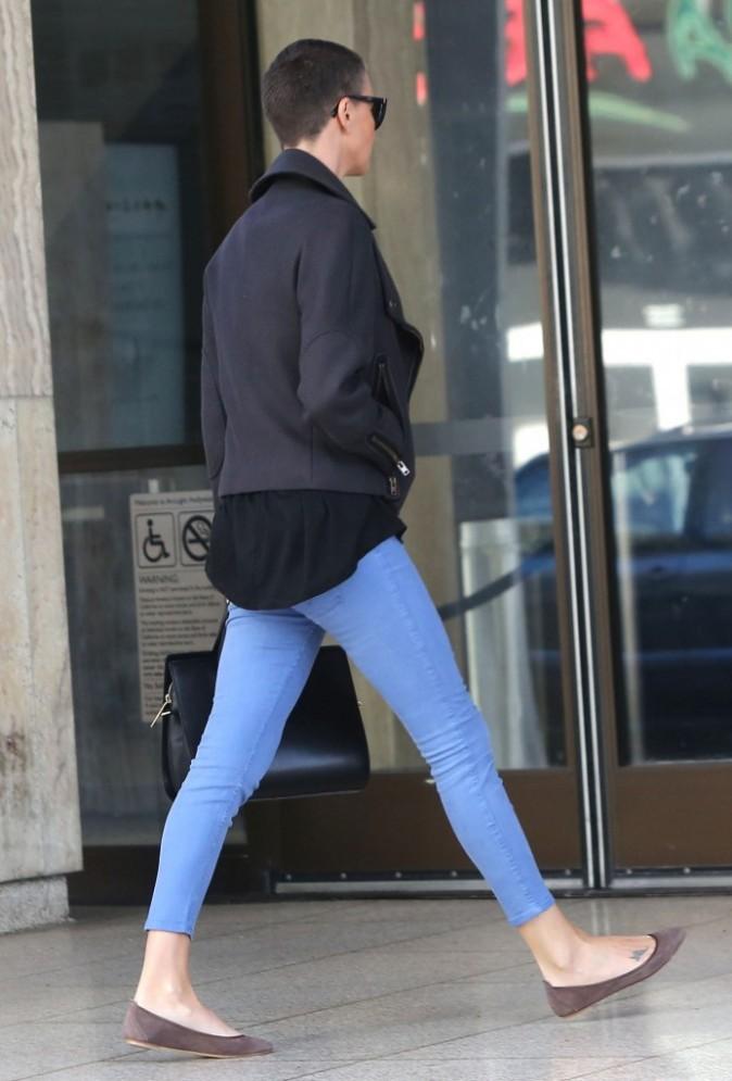 Charlize Theron va déjeuner avec sa mère à Los Angeles