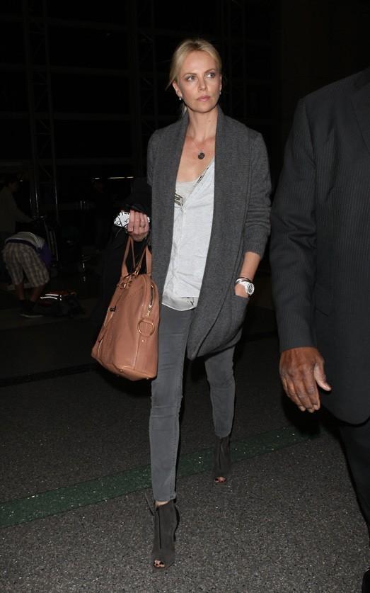 Charlize Theron à son arrivée à Los Angeles !