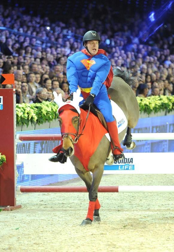 Benjamin Castaldi se prend pour Superman !