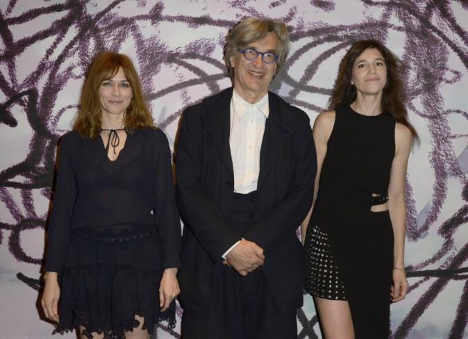 """Photos : Charlotte Gainsbourg : sexy aux côtés de Marie-Josée Croze pour la première de """"Everything Will Be Fine"""" !"""
