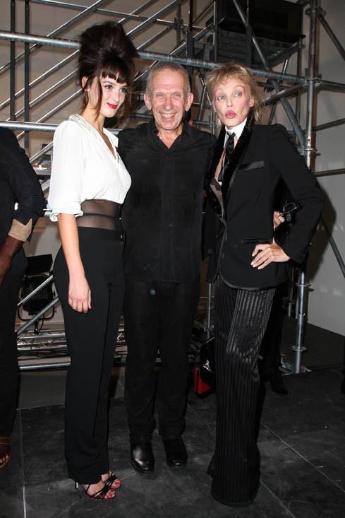 Une beauté fatale, aux côtés de Jean-Paul Gaultier et Arielle Dombasle !