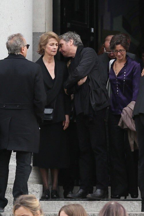 Jean-Michel Jarre et Charlotte Rampling aux obsèques de Jean-Noël Tassez à Paris, le 9 octobre 2015