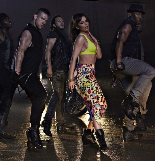 Cheryl (Cole) pour le clip Call My Name