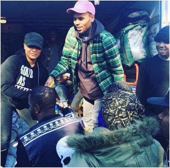 Photos : Chris Brown et 50 Cent : des rappeurs au grand cœur, la preuve !