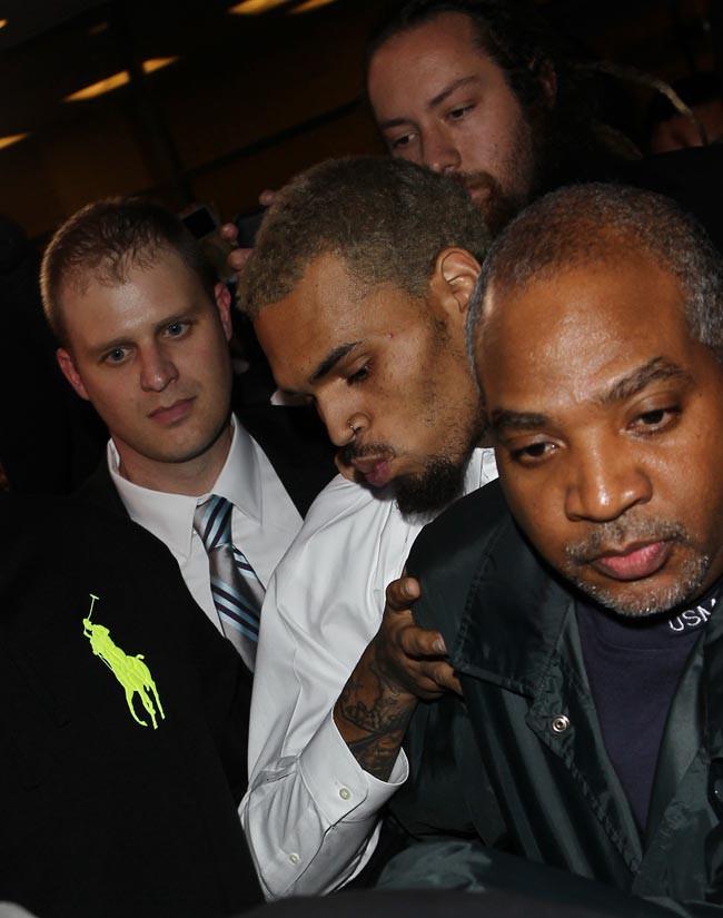 Chris Brown à la sortie du tribunal de Washington le 28 octobre 2013