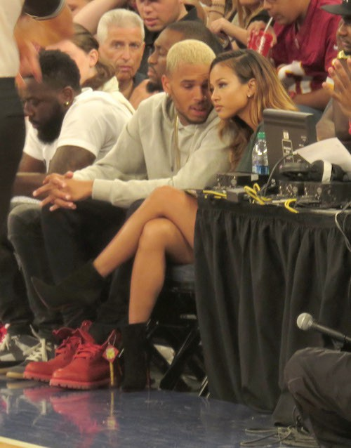Chris Brown et Karruche Tran in love lors d'un match de basket en octobre 2014