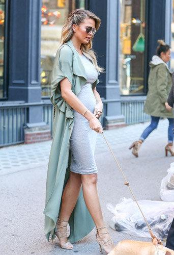 Photos : Chrissy Teigen enceinte : ça pousse rapidement !