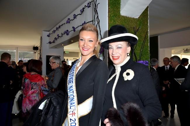 Christelle Roca et Geneviève de Fontenay au Grand Prix d'Amérique