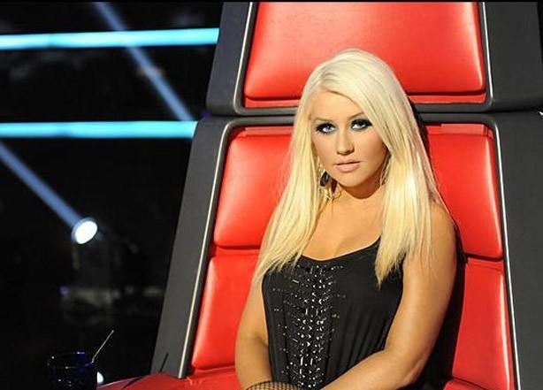Christina Aguilera hier soir dans son grand fauteuil !
