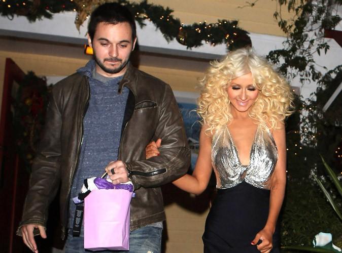 Christina Aguilera à la sortie d'un restaurant d'Hollywood avec son boyfriend Matt Rutler le 17 décembre 2013