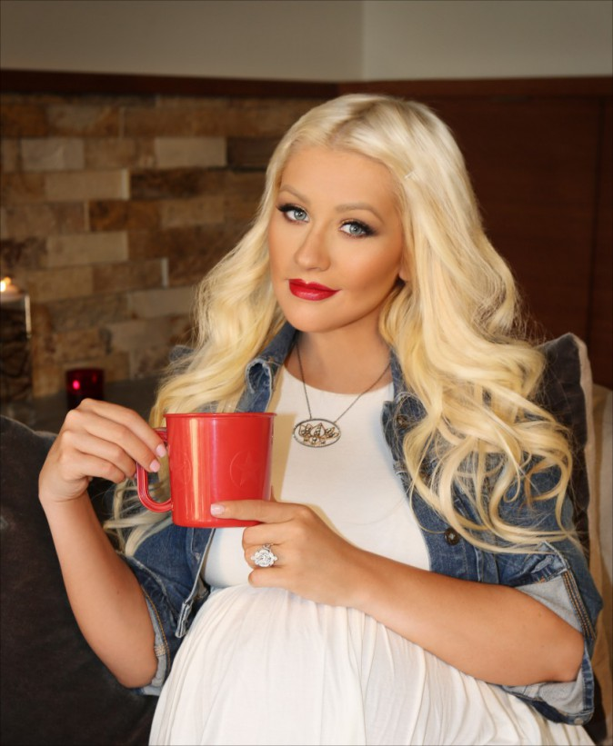 "Christina Aguilera, ambassadrice de l'association World Hunger Relief, défend la campagne ""Pass The Red Cup"", le 5 août"