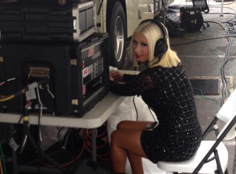 Christina Aguilera sexy et multi-fonctions sur le tournage de The Voice 5 !