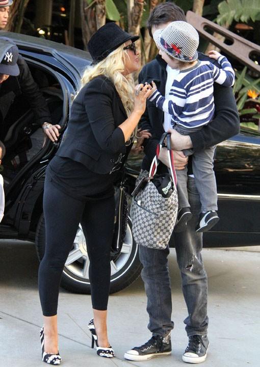 Un tendre baiser à son fils Max