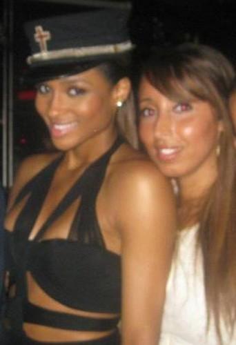 Ciara et Nadia, notre journaliste Public, au VIP Room Theater à Paris, le 1er ctobre 2011.