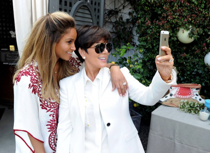 Ciara et Kris Jenner lors de sa baby shower à West Hollywood, le 22 mars 2014.