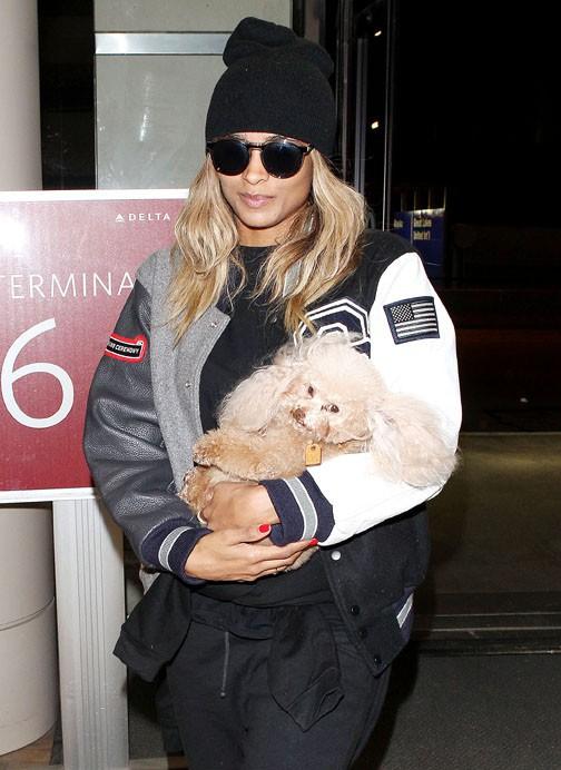 Ciara à l'aéroport de Los Angeles le 14 octobre 2013