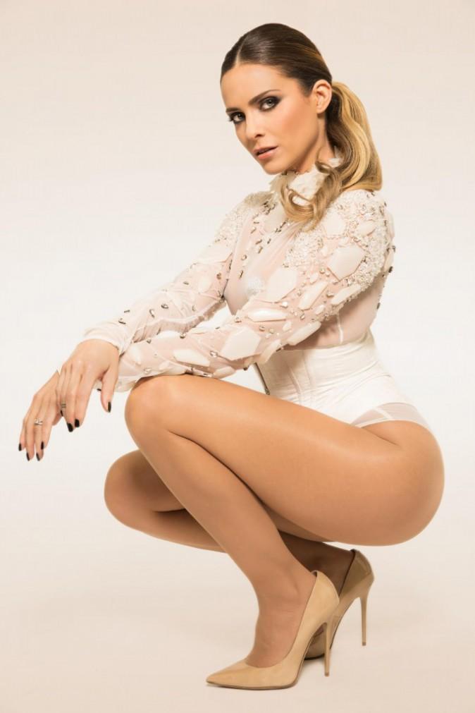 Photos : Clara Morgane : envoutante et mise à nu dans son nouveau clip Ève !