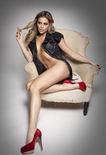 Découvrez Clara Morgane sexy dans sa nouvelle vidéo exclusive pour son calendrier 2014 !