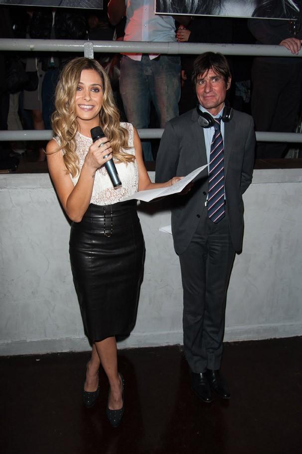 Clara Morgane à Paris pour le lancement de son nouveau calendrier le 20 septembre 2012