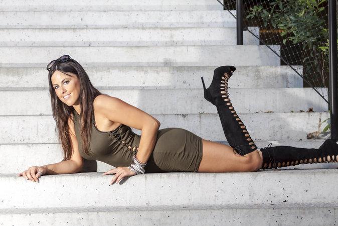 Photos : Claudia Romani : pose ultra-sexy lors d'un shooting