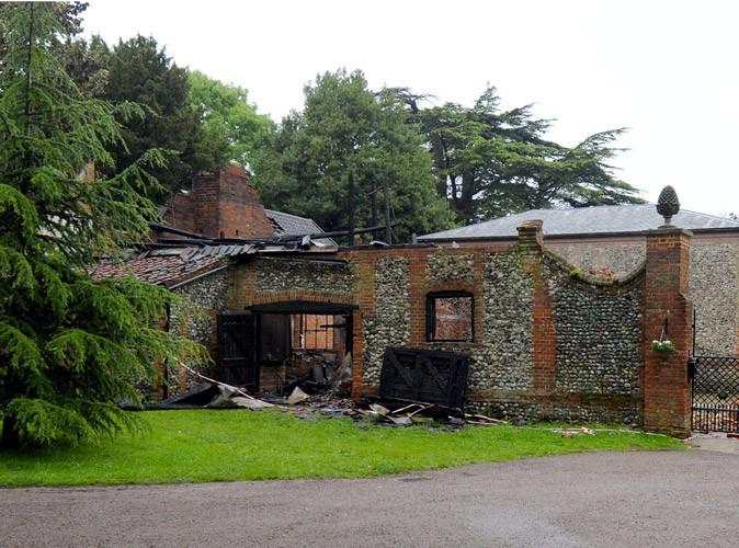 La villa de Claudia Schiffer part en fumée