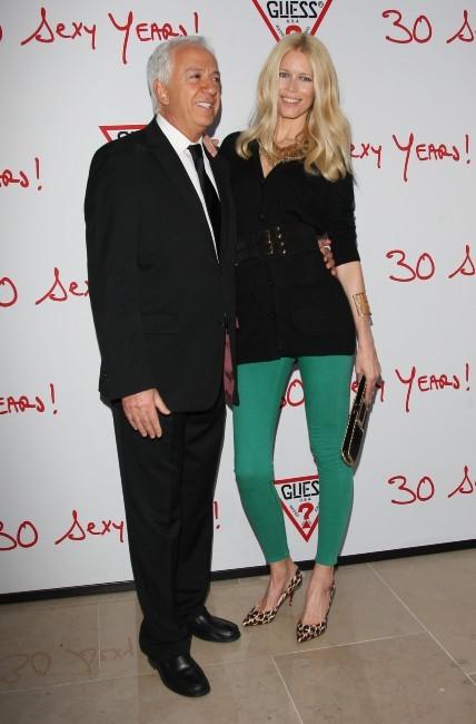 Claudia Schiffer et Paul Marciano lors des 30 ans de la marque Guess à Paris, le 3 mai 2012.