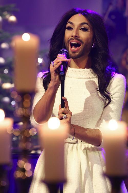 Photos : Conchita Wurst : l'Ange barbu de Noël !