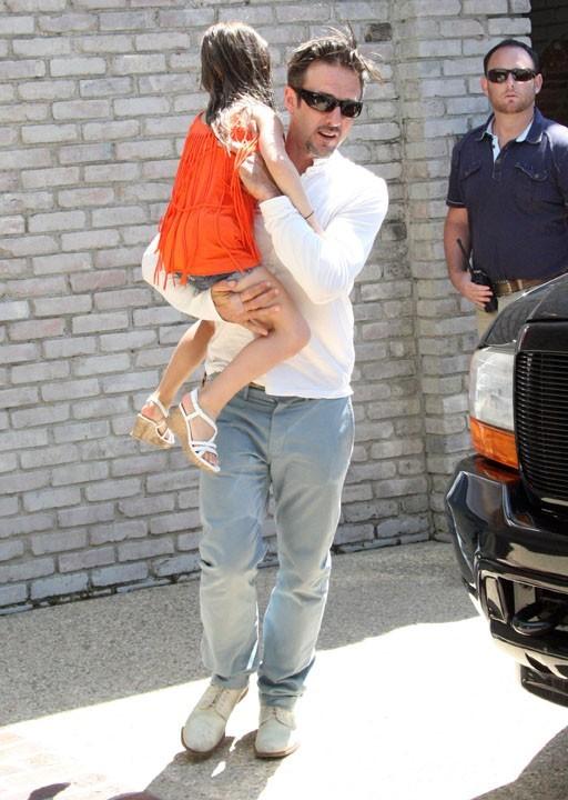 David Arquette et sa fille Coco lors de la fête organisée par Joel Silver à l'occasion du Memorial Day, le 30 mai à Malibu.