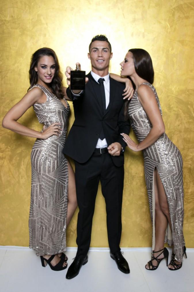 Photos : Cristiano Ronaldo : bien entouré pour le lancement de son premier parfum !