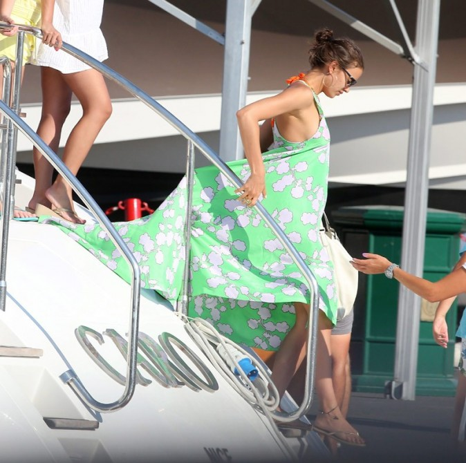 Irina Shayk à Saint Tropez le 3 juillet 2012