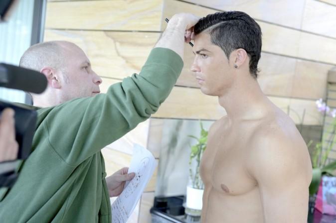 Cristiano Ronaldo mesuré sous toutes les coutures pour sa statue de cire à Madrid le 31 mai 2013