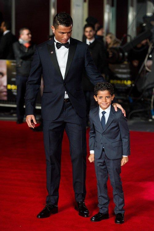 Photos : Cristiano Ronaldo : papa gaga, il présente son documentaire en famille !