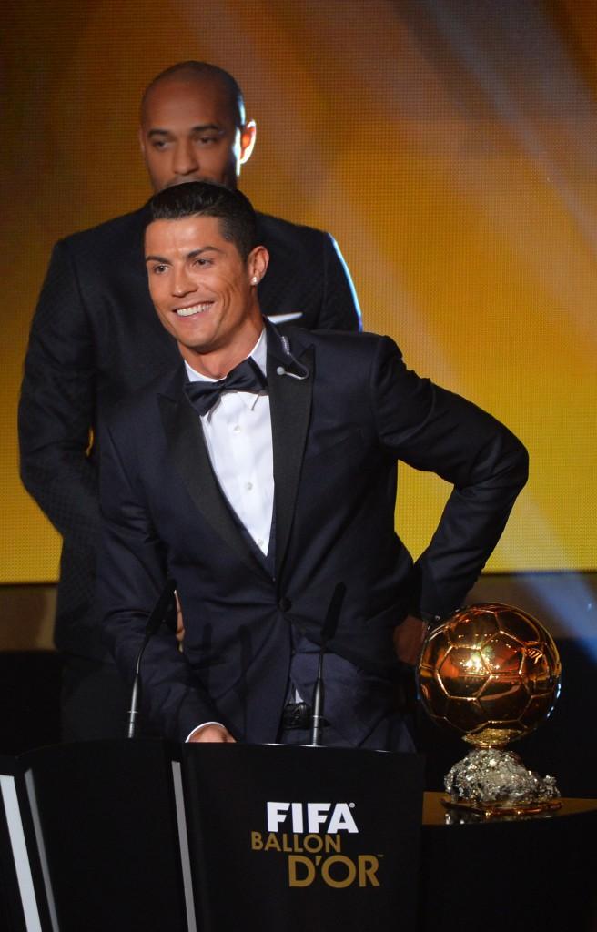 Photos : Cristiano Ronaldo : sacré devant sa mère et son fils, Irina Shyak manque à l'appel !