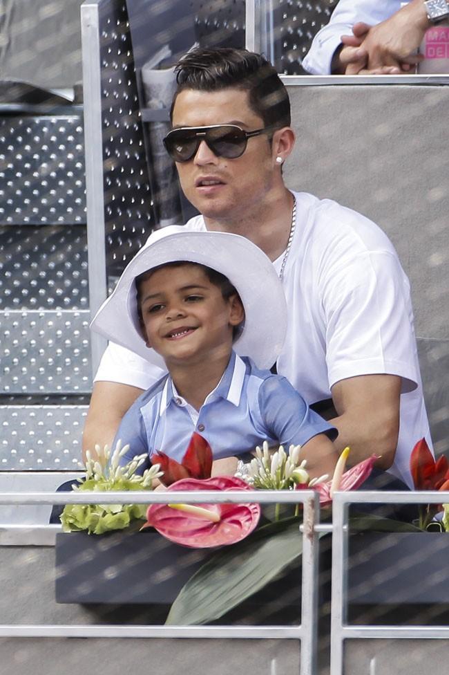 Cristiano Ronaldo avec son fils à l'Open de tennis de Madrid le 8 mai 2014