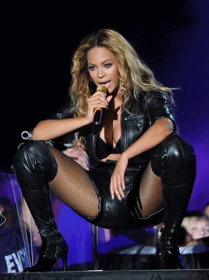 Beyoncé, sur scène lors du On the Run Tour, à Rutherford, le 11 juillet 2014.