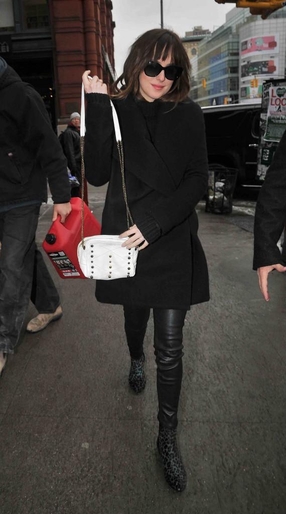 Dakota Johnson : découvrez quelle est sa scène hot favorite dans 50 Shades of Grey !