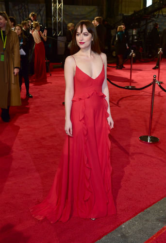 Photos : BAFTA 2016 : Dakota Johnson et Alicia Vikander : duel en rouge et noir!