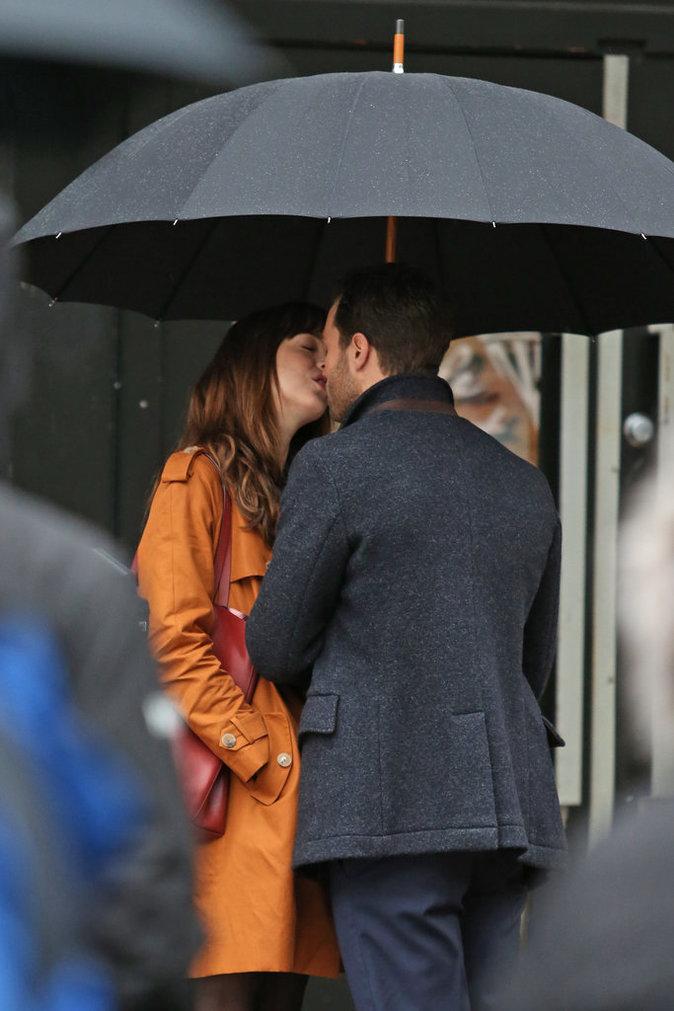 Photos : Dakota Johnson et Jamie Dornan : baiser langoureux sur le tournage de 50 Shades Darker