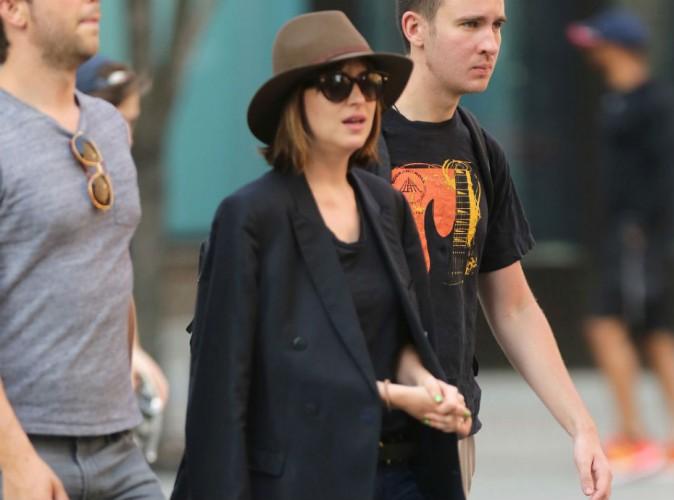 """Dakota Johnson flâne à New-York pendant que le tome 4 de """"50 nuances de Grey"""" cartonne en France !"""