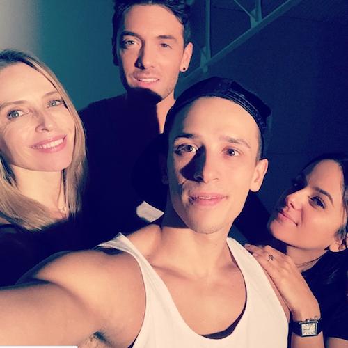 Grégoire Lyonnet, Alizée, Tonya Kinzinger et Maxime Dereymez immortalisent la find es répètes avant la tournée