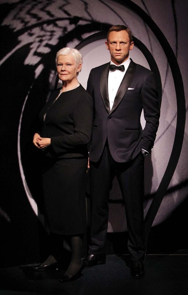 Les statues de cire de Daniel Craig et Judi Dench dévoilées par Madame Tussauds le 29 octobre 2012 à Londres