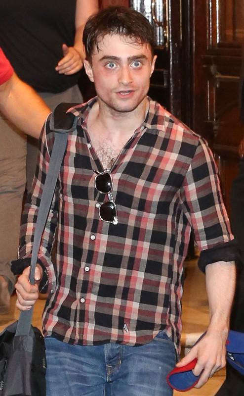 Daniel Radcliffe méconnaissable à la sortie du théâtre !