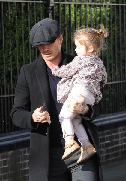 David Beckham et sa fille Harper à Londres, le 23 avril 2013.